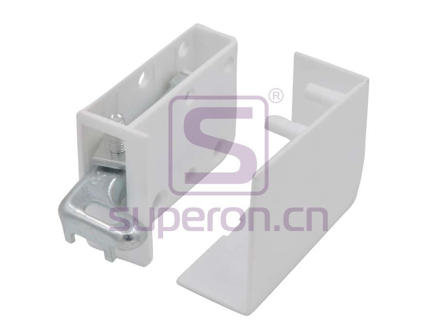 Adjustable cabinet hanger